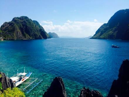 Türkisfarbenes Wasser und wahrhafte Traumstrände erwarten einen im Inselparadies.