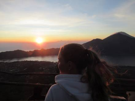 Aufstieg zum Vulkan Mount Batur bei Sonnenaufgang