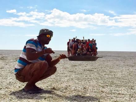 Reisegruppe in der Makgadikgadi Pfanne