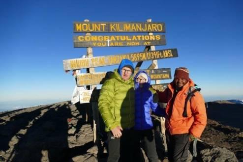 Zum Sonnenaufgang am Uhuru Peak